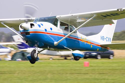 Cessna 182L bei der Landung in Tannheim