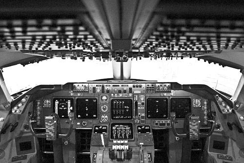 Cockpit einer Boeing 747-430 der Lufthansa