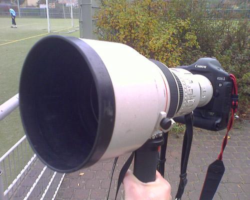 Geil! Meine alte Kamera und ein äußerst kompaktes Teleobjektiv ;).