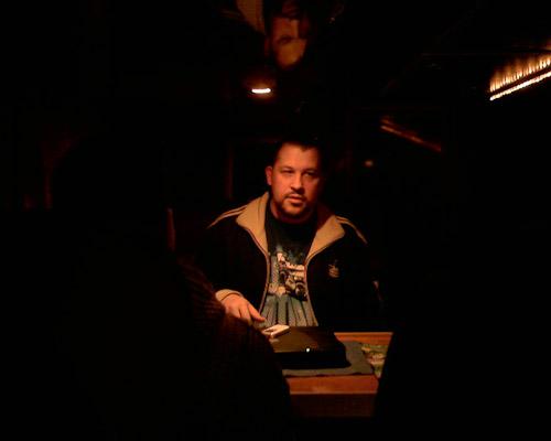 Oh mein Gott ist das nicht? Das ist doch MC Torch, alias DJ Haitian Star im Tourbus von Dynamite Deluxe.