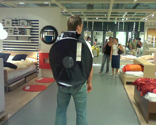 Ikea goes Fashion: Der Rucksack der so nicht gedacht war. Topmodisch! Demnächst auf den Laufstegen dieser Welt.