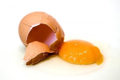 Ein Ei, das nie geflogen ist und auch nicht mehr flügge wird. Mit Essen spielt man nämlich nicht.