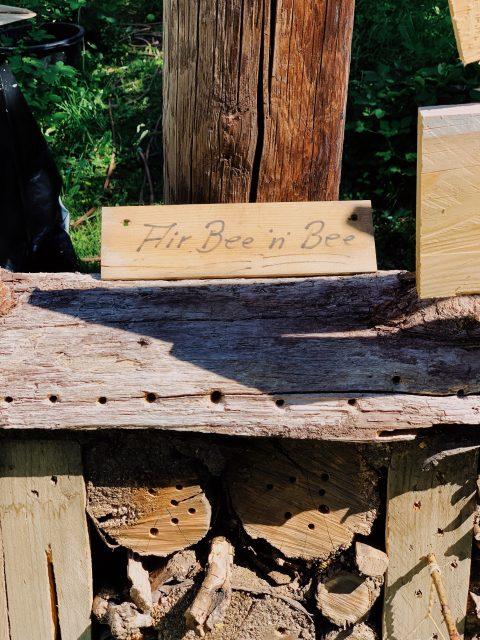Neumodisches Bienenhotel